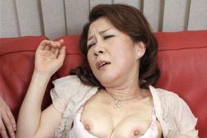 50代人妻の濡れ濡れおまんちょにナカ出しする無料jyukujyoムービー