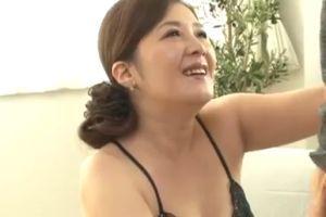 40代人妻初撮りで若いちんぽに心躍らせおまんちょ濡らす無料ヒトヅマSEXムービー