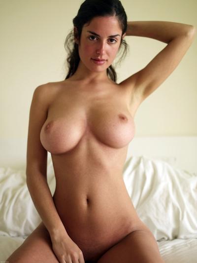 巨乳な西洋美女のヌード画像 7