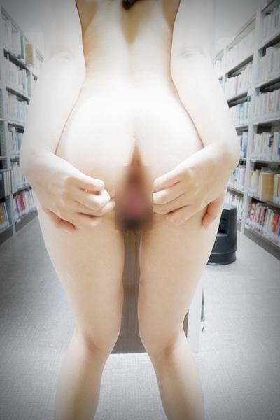 微乳な韓国女性が本屋で全裸露出しちゃってるヌード画像 14