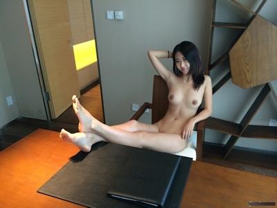 2人の若い中国美女モデルをホテルで撮影したヌード画像 7