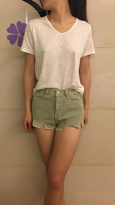 アジアン美少女のおっぱいポロリ画像 1