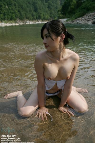 美乳な韓国美女のヌード画像 4