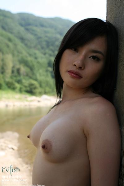 美乳な韓国美女のヌード画像 10