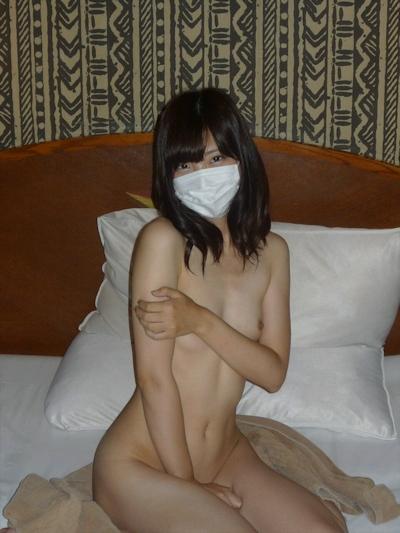 スレンダー微乳な素人美女のヌード画像 3
