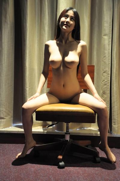 巨乳な中国美少女モデル 赵依依(Zhao YiYi) セクシーヌード画像 12