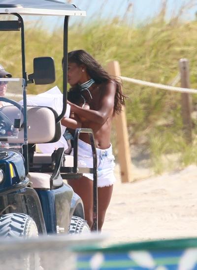 アメリカモデル Hadassah Richardson (ハダーサ・リチャードソン) パパラッチされたトップレス画像 3