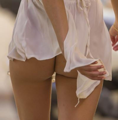 イギリスモデル Kimberley Garner(キンバリー・ガーナー) 服が外れてノーパンヒップ披露 4