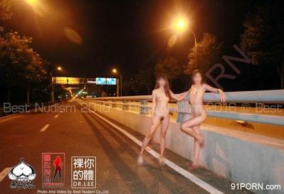 スレンダー美脚な中国美女2人 野外露出ヌード画像 5
