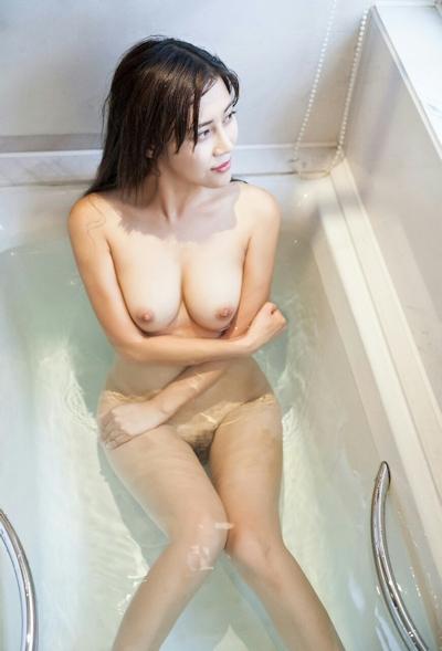 中国巨乳美女モデル 舒欣宝儿(Shuxinbaoer) 入浴ヌード画像 1