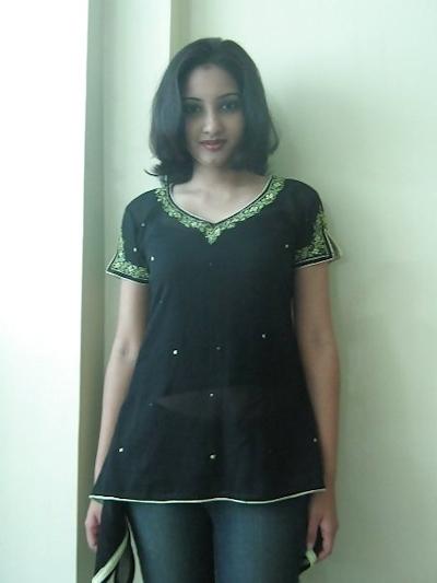 インドの美人女子大生の流出ヌード画像 1