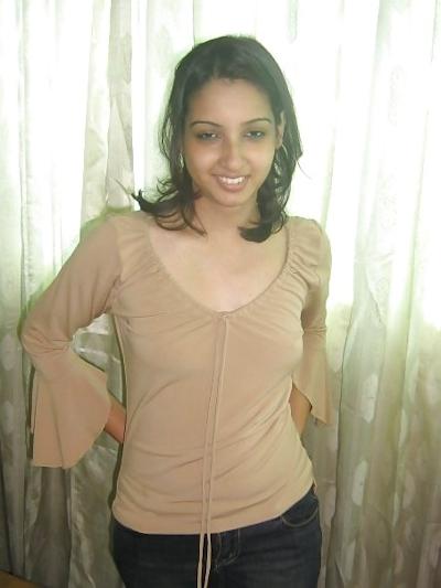 インドの美人女子大生の流出ヌード画像 2