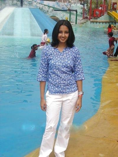 インドの美人女子大生の流出ヌード画像 3