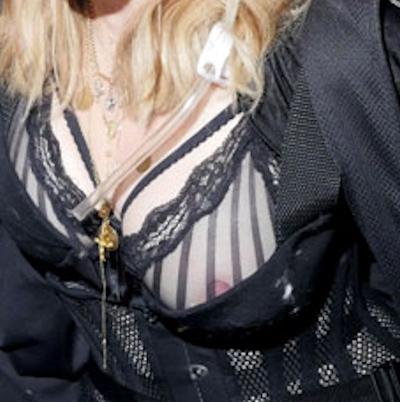 Madonna(マドンナ)の乳首ポロリ画像 4