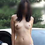 美乳な韓国女性の野外露出ヌード画像