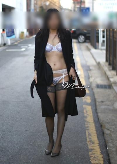 美乳な韓国女性の野外露出ヌード画像 1