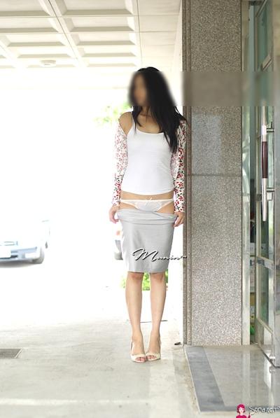 美乳な韓国女性の野外露出ヌード画像 5