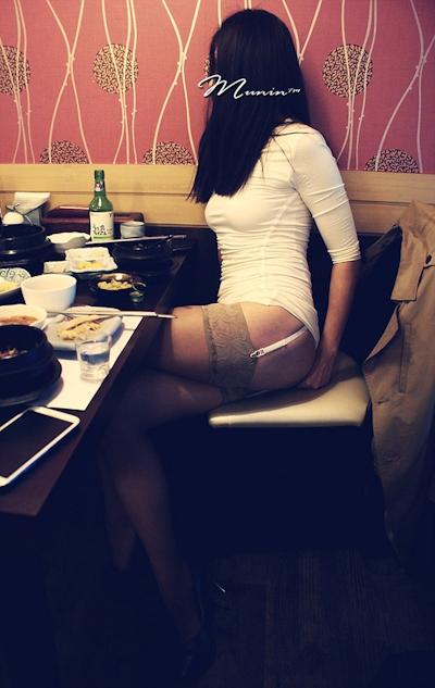 美乳な韓国女性の野外露出ヌード画像 12