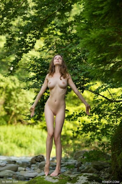 Mariposa Nude 2
