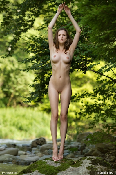 Mariposa Nude 4