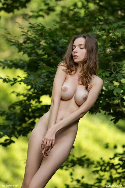 Mariposa Nude 7