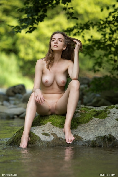 Mariposa Nude 9