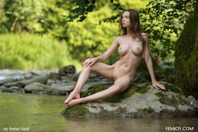 Mariposa Nude 10