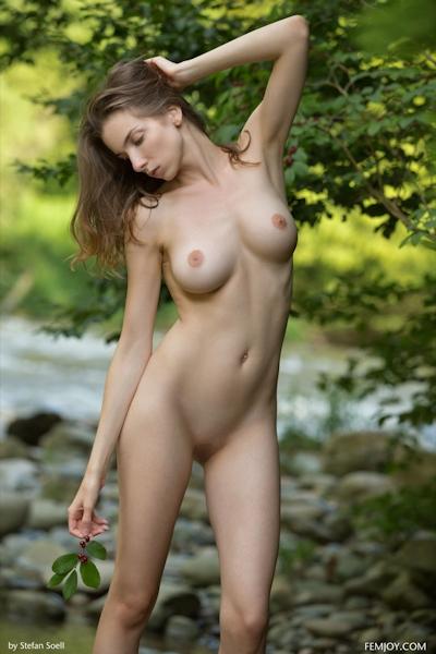 Mariposa Nude 14