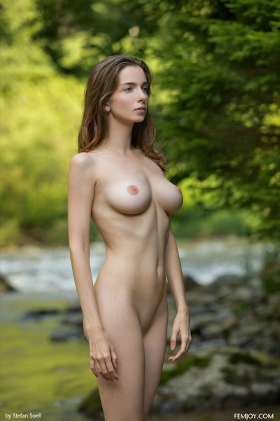 Mariposa Nude 15