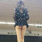 上海の地下鉄にノーパン尻出しの女の子が現れる