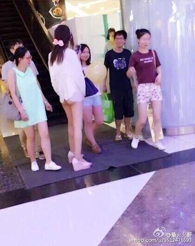 上海地下鉄 ノーパン尻出し女の子 1