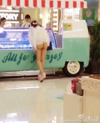 上海地下鉄 ノーパン尻出し女の子 3