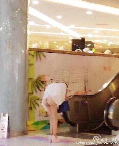 上海地下鉄 ノーパン尻出し女の子 4