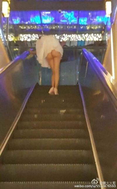 上海地下鉄 ノーパン尻出し女の子 5