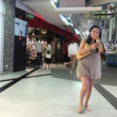 上海地下鉄 ノーパン尻出し女の子 6