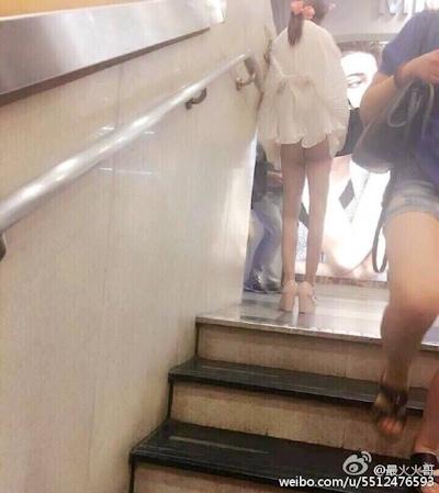 上海地下鉄 ノーパン尻出し女の子 7