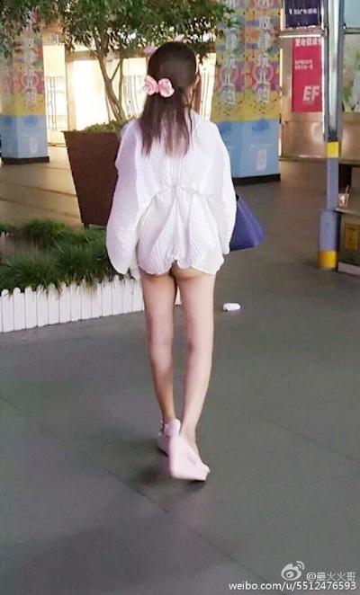 上海地下鉄 ノーパン尻出し女の子 8