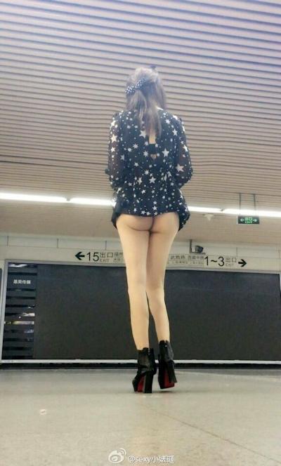 上海地下鉄 ノーパン尻出し女の子 9