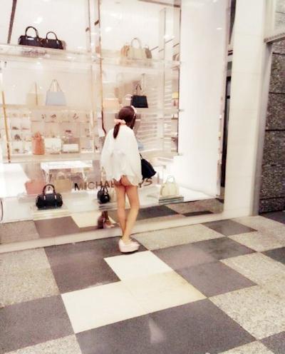 上海地下鉄 ノーパン尻出し女の子 11