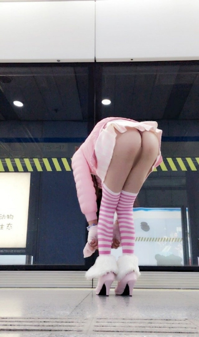 上海地下鉄 ノーパン尻出し女の子 15