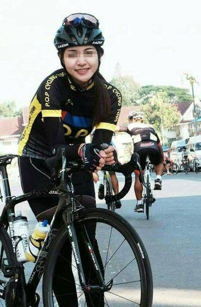 自転車乗りの美女の自分撮りヌード流出画像 2