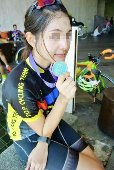 自転車乗りの美女の自分撮りヌード流出画像 3