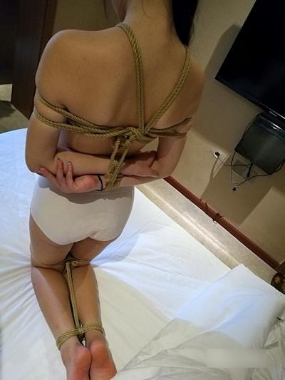 中国女性の緊縛ヌード画像 5