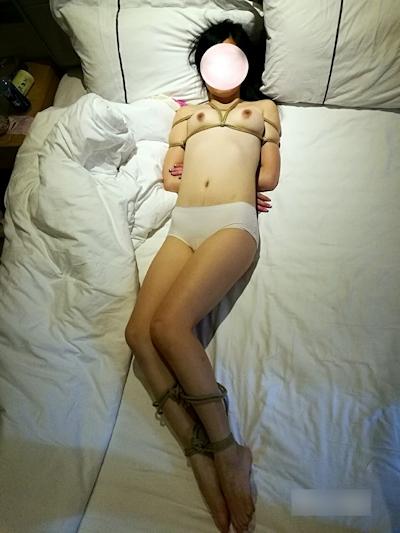中国女性の緊縛ヌード画像 9