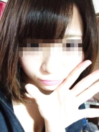 美乳な美少女がTwitterにアップしていた自分撮りヌード画像 8