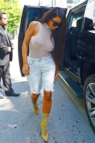 Kim Kardashian(キム・カーダシアン)がノーブラ乳首ポッチ 1