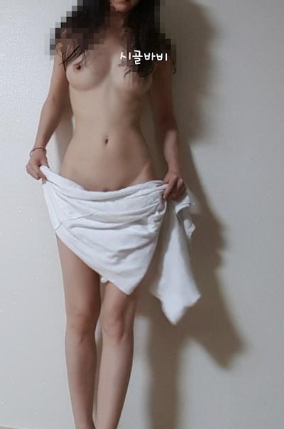 美乳な韓国の女神の自分撮りヌード画像 12