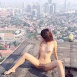 高層ビルの屋上で撮影した中国女性のヌード画像