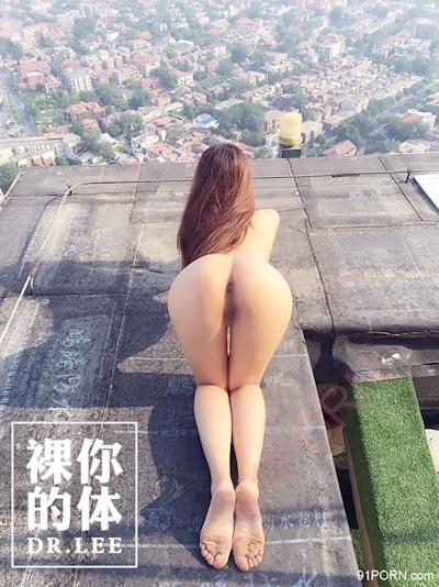 高層ビルの屋上で撮影した中国女性のヌード画像 4
