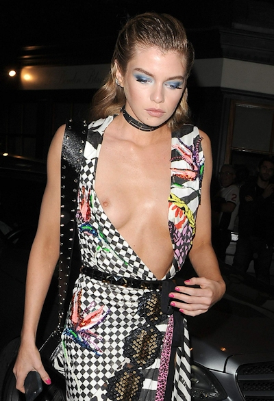 スーパーモデル Stella Maxwell(ステラ・マックスウェル) 乳首ポロリ画像 13